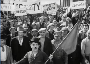 КИНОИСТОРИЯ — Знаменитая сцена с флагом и преследование Чарли Чаплина
