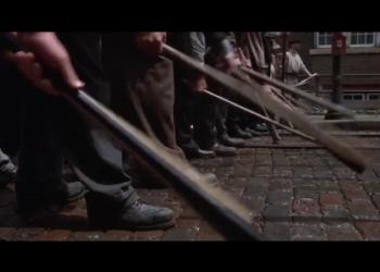 Битва рабочих со штрейкбрехерами в фильме «Кулак» (1978)