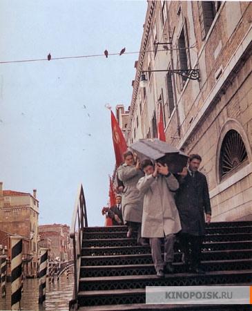 На вершине мира (Chi lavora è perduto (In capo al mondo)), 1963