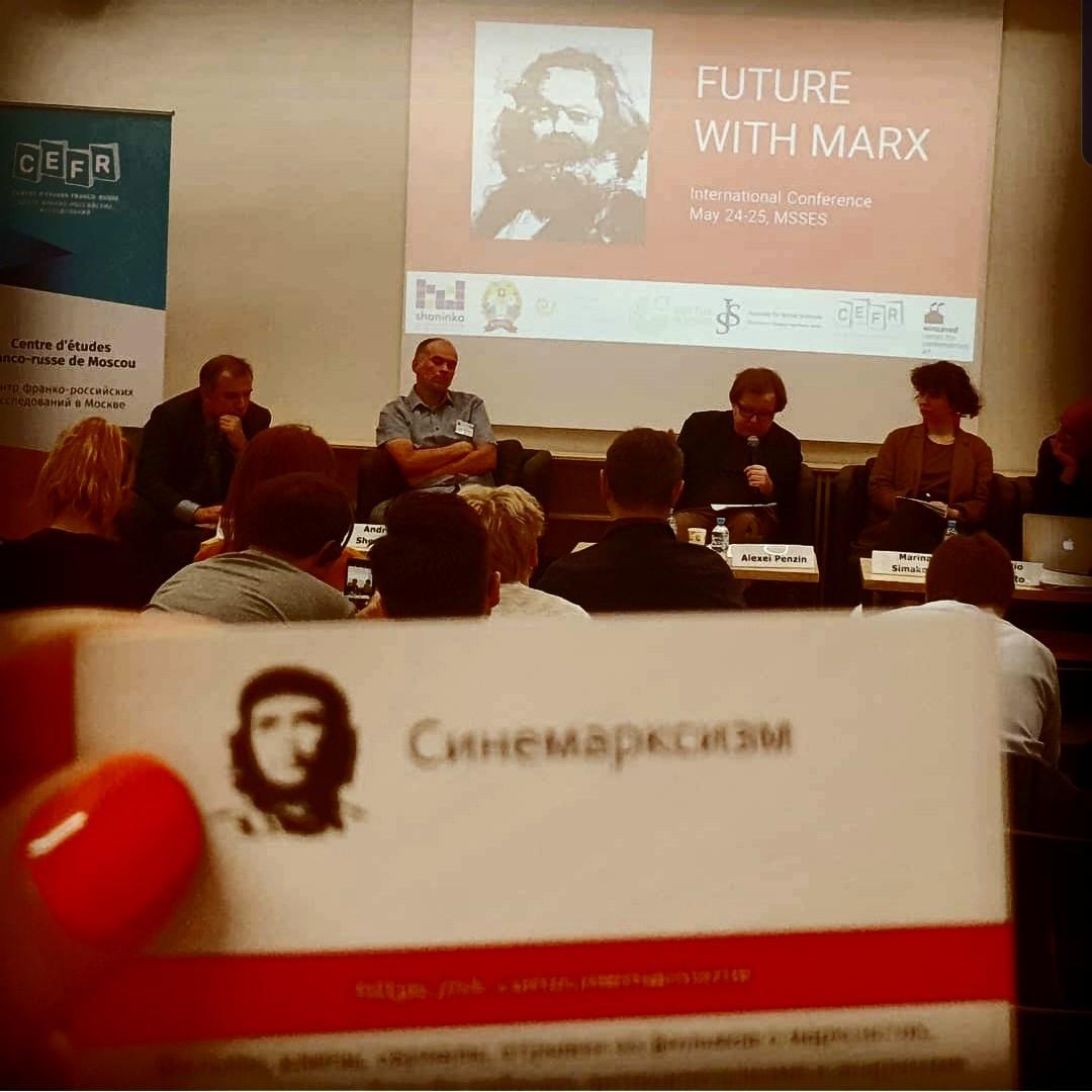 Между тем происходит международная конференция по современному марксизму, устроенная Московской высшей школой социальных и экономических наук.