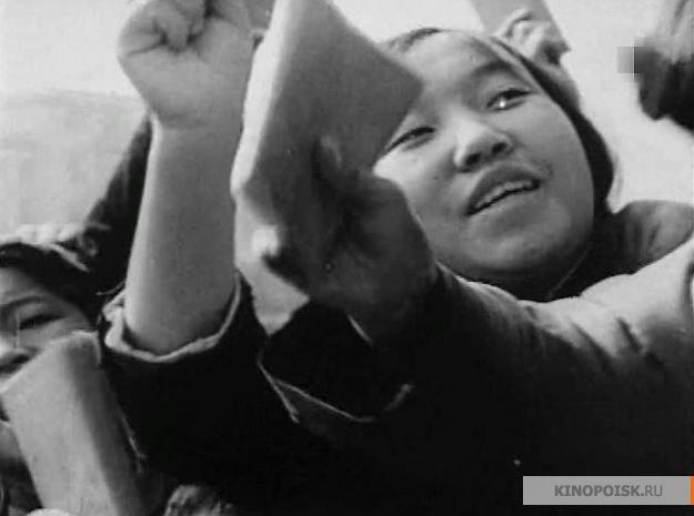 В своем последнем фильме Михаил Ромм пытается осмыслить двадцатый век с точки зрения советского марксизма и, вглядываясь в лица бунтующей молодежи по всему миру (во второй части), предсказать, будет ли мировая революция и как именно она будет выглядеть.