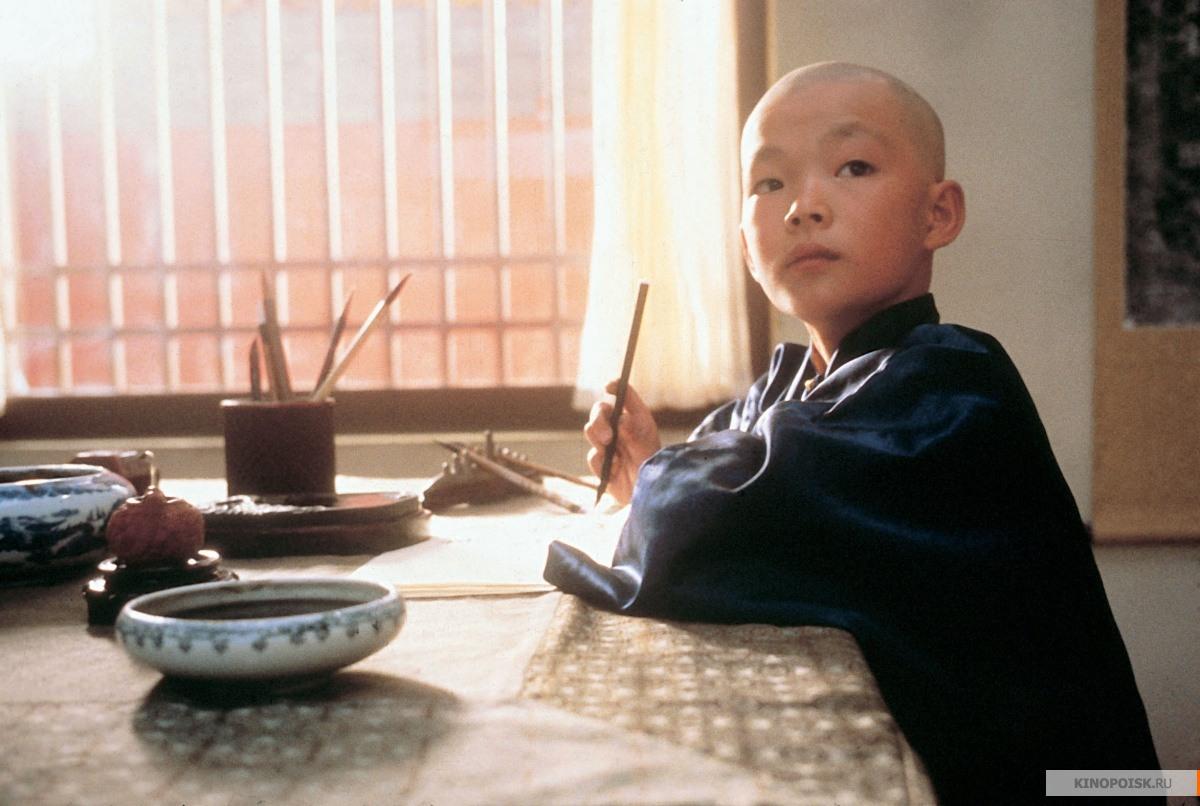Первая половина фильма больше про то, как детство формирует личность, зато вся вторая часть про хунвейбинов, перевоспитание, маоизм и всё такое.