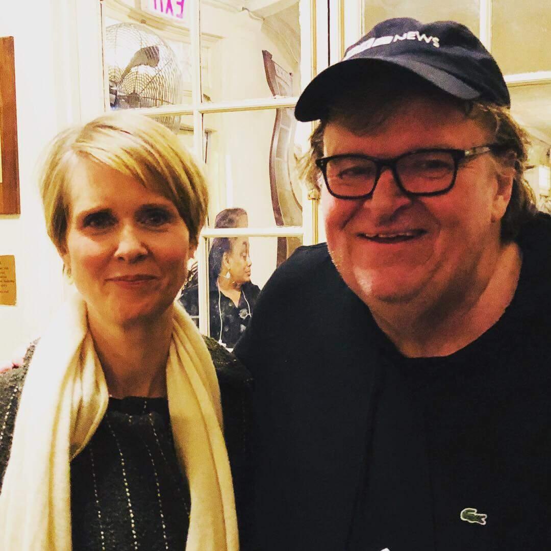 Вместе с Майклом Муром болеем за Синтию Никсон - актрису из сериала