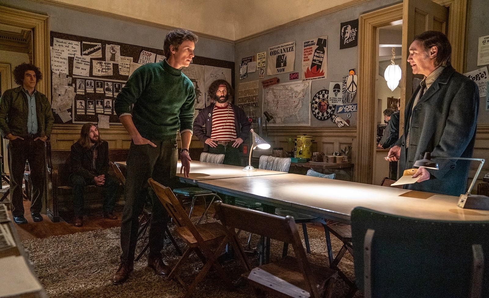 Хорошая новость: премьера фильма «Дело чикагской семерки» Аарона Соркина все-таки состоится 16 октября, несмотря на коронавирус.