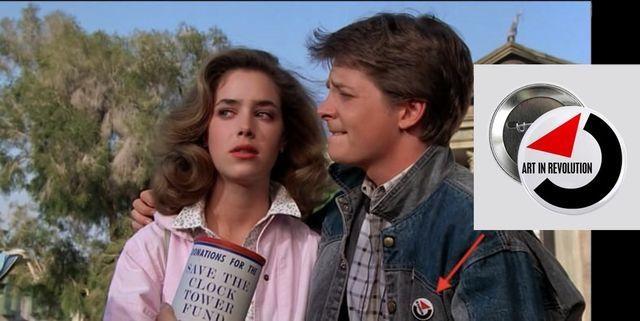 В фильме «Назад в будущее» (1985) на значке, который Марти носит на джинсовой куртке, написано «Искусство в революции».