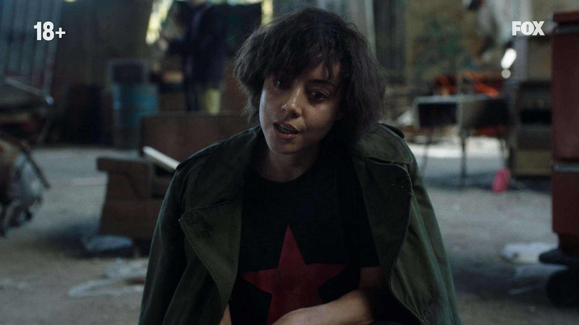 Новый раунд угадайки - из какого сериала эта девушка с футболкой сапатистов / Rage Against the Machine?