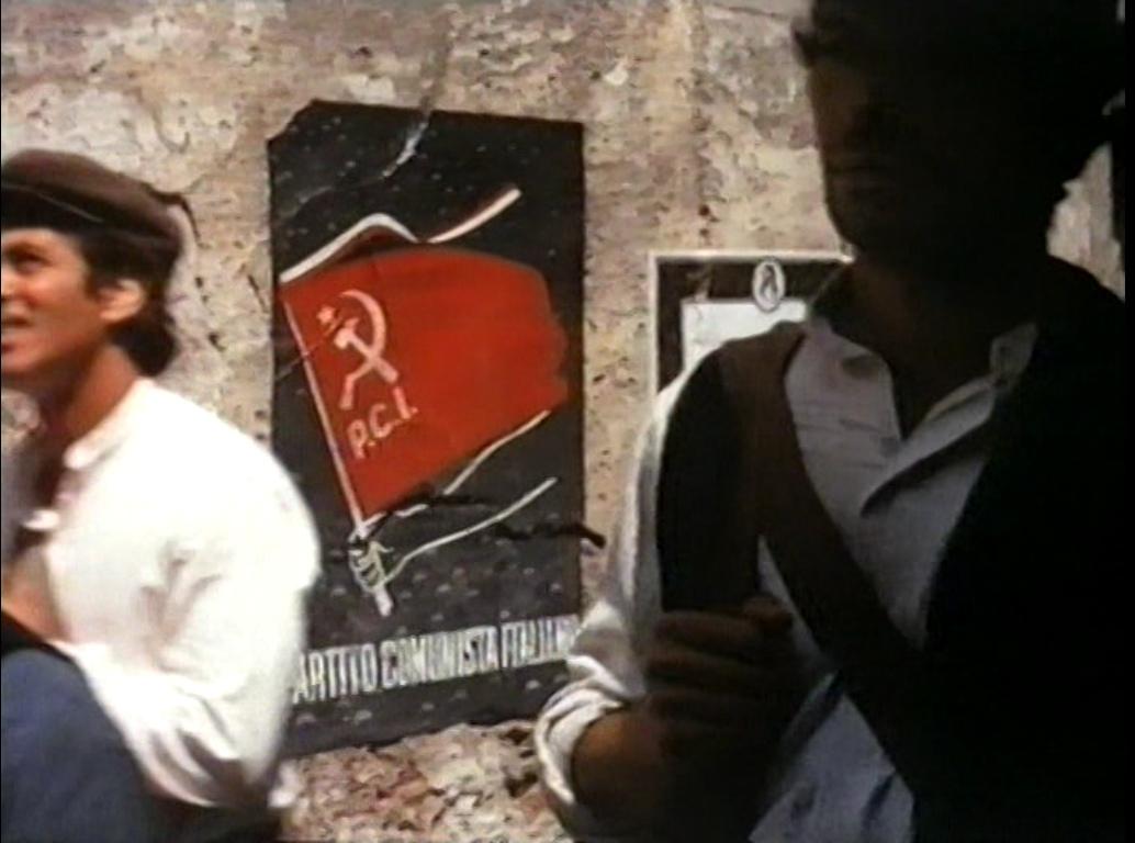Из какого очень известного фильма этот кадр, с плакатом Итальянской коммунистической партии?