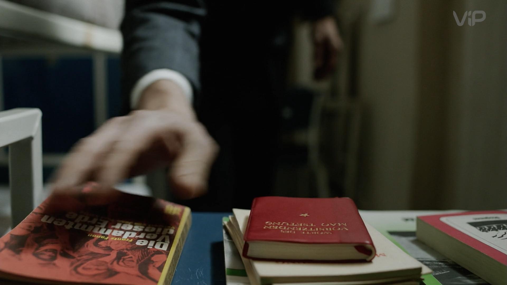 Угадайка - из какого сериала кадр с маленькой красной книжкой?