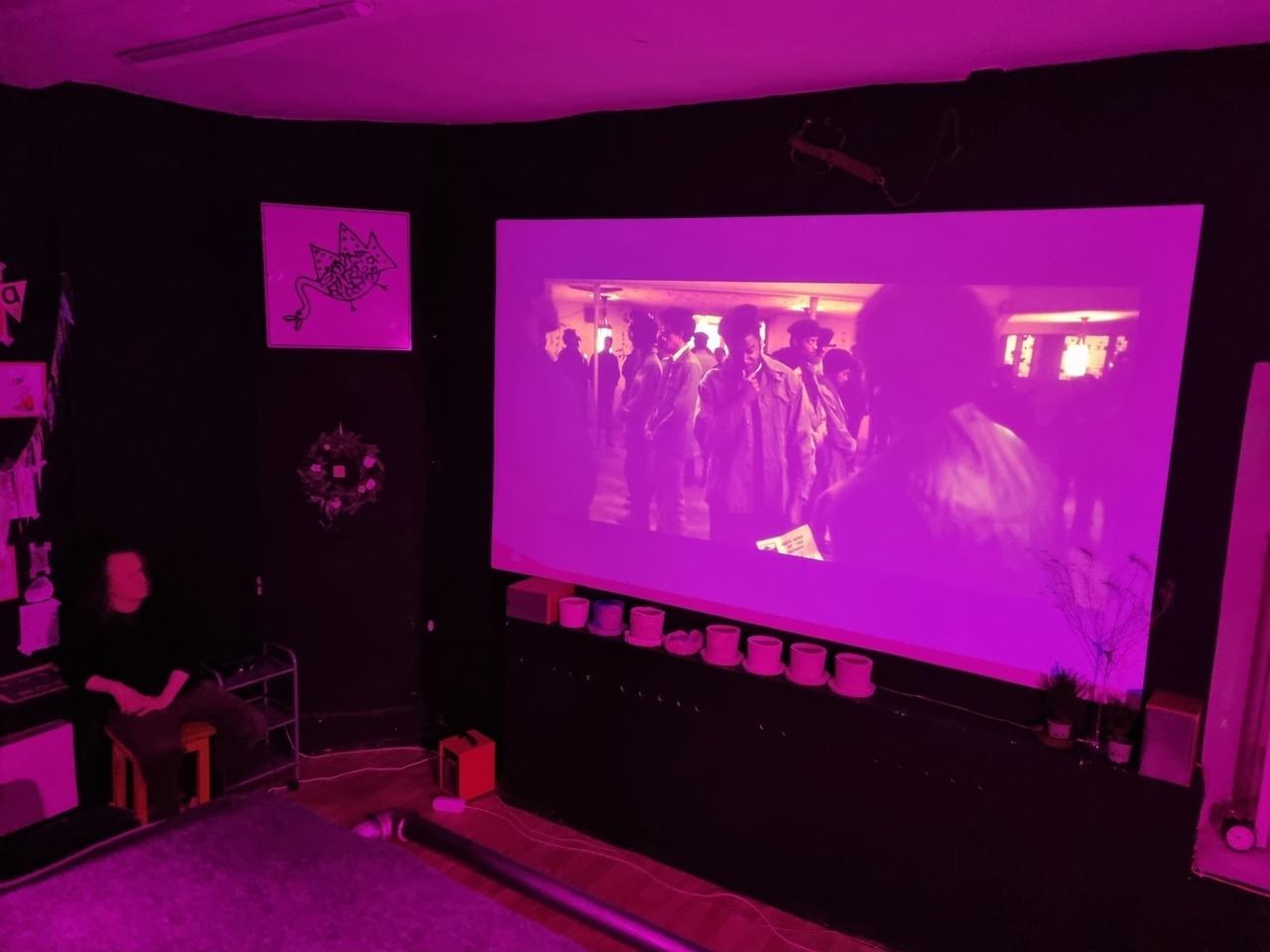 Немного атмосферы нашего киноклуба в [club147859488|Коммуне].