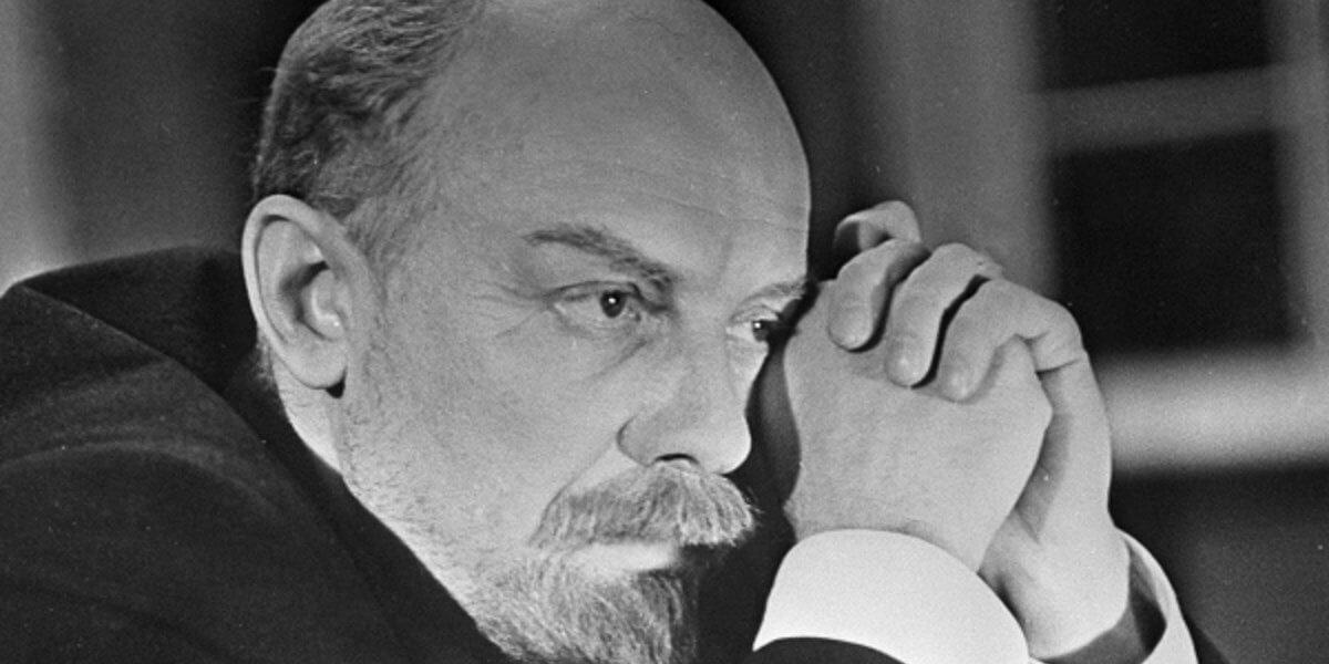 Можно высказывать сколько угодно претензий к Ленину, но более крутой фигуры в нашей национальной истории не было.